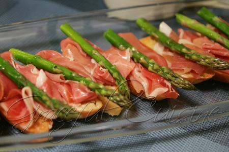 Asparagus prosciutto bruschetta