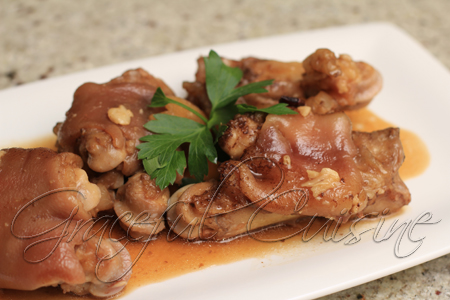 Braised pork trotters