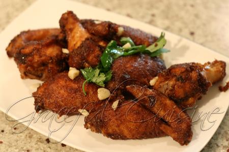 Garlic fried chicken wings