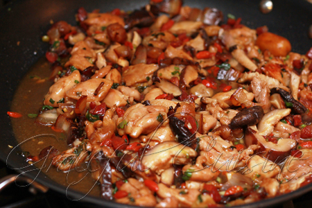 stir fry marinaded chicken with mushrooms