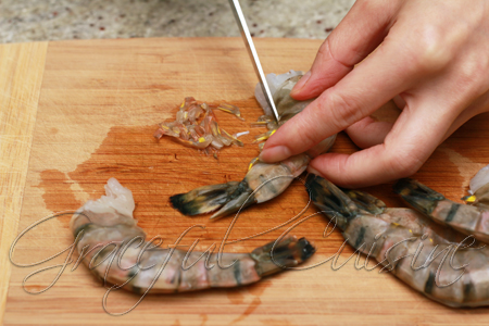 Remove legs from shrimp