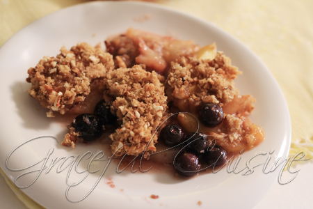 easy peach cobbler with blueberries with pretzel topping