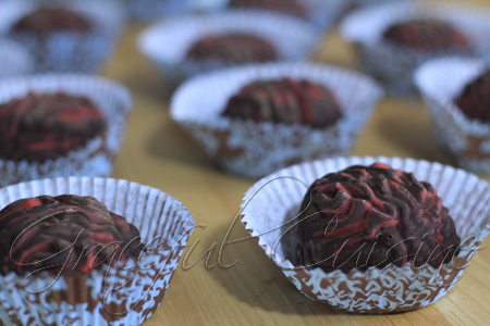 Brain-shaped truffles with hazelnut crunch filling